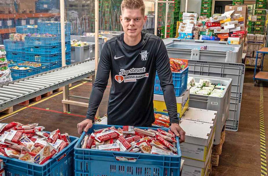 Heren 1 van voetbalvereniging Jisp steunt Voedselbank Zaanstreek